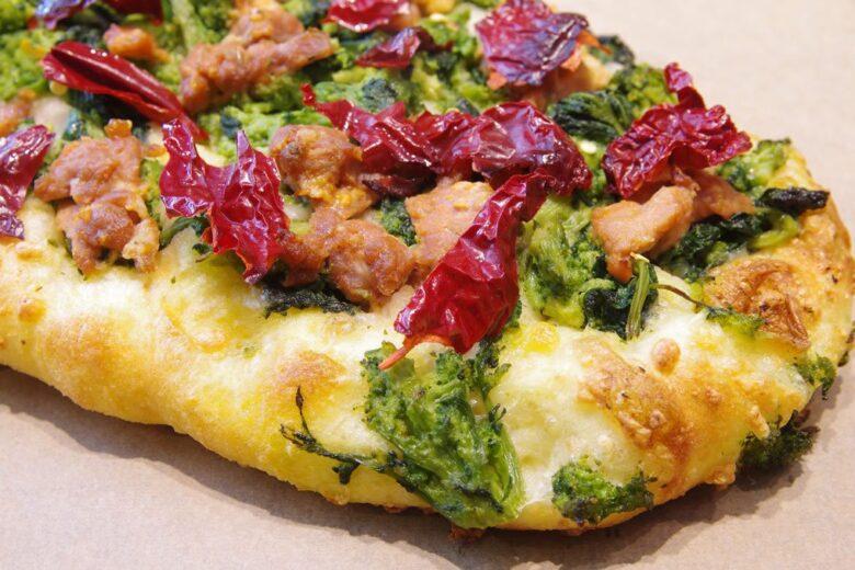 Pizza con peperoni cruschi